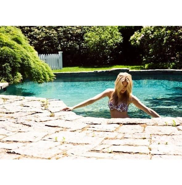 5 новых съемок: Dossier, Elle, V и Vogue. Изображение № 6.
