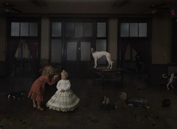 сюрреалистично-реальный мир Фотограф Julie Blackmon. Изображение №18.