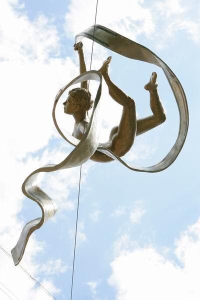 Скульптуры Джерзи Кедзиоры, парящие в воздухе. Изображение № 54.