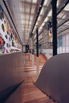 Prada, как самый дальновидный бренд. Изображение № 26.