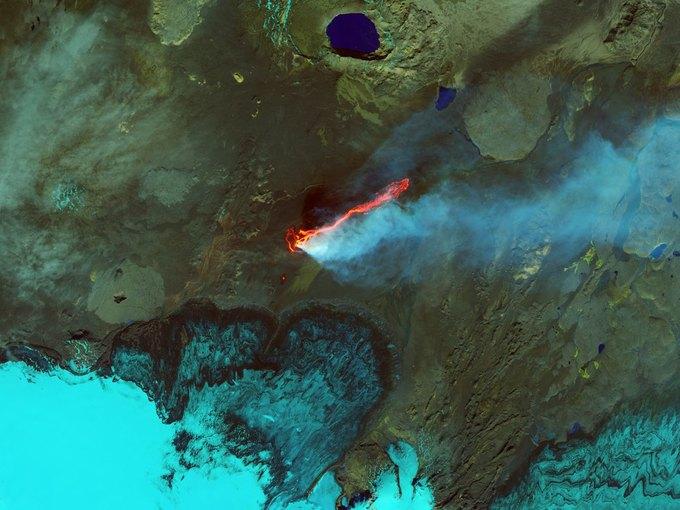 Извержение вулкана в долине Холухраун, Исландия. Раскрашенный снимок спутника Landsat 8. Изображение № 6.