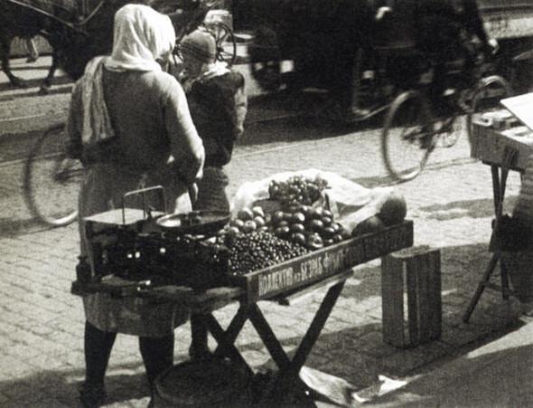 Уличная торговля, 1928 г.. Изображение № 8.