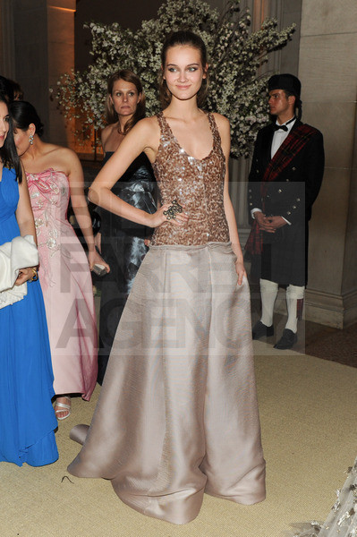 Изображение 8. 2011 MET Costume Institute Gala - Models style.. Изображение № 9.