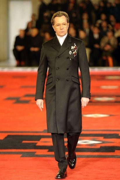 Марш джентельменов: звезды кино в мужской коллекции Prada. Изображение № 6.