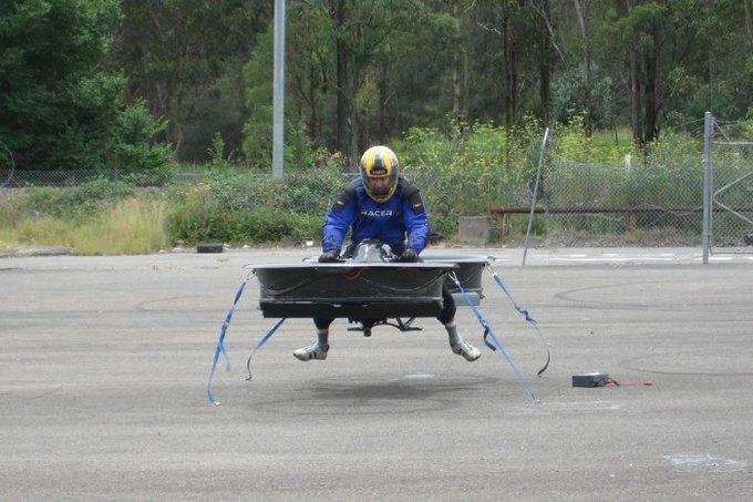 Построен прототип летающего мотоцикла. Изображение № 3.
