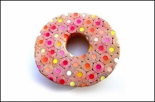 Эксклюзивные украшения из цветных карандашей. Изображение № 2.