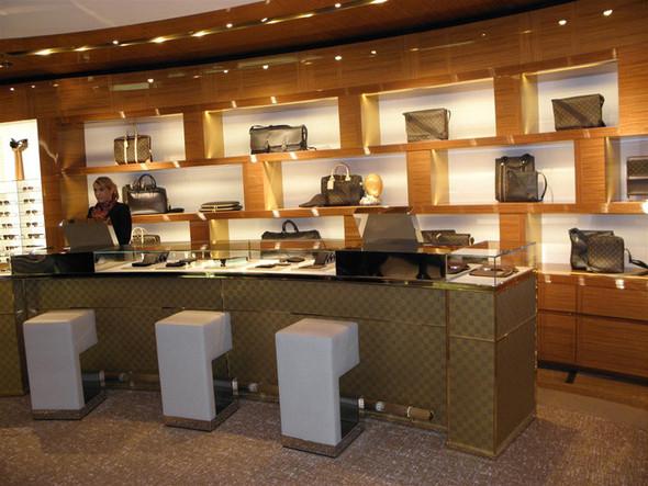 Новые магазины: Louis Vuitton в Риме, Chanel в Москве и Celine в Нью-Йорке. Изображение № 4.