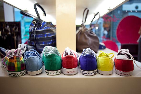 Цвет оптом: Яркие краски в магазинах. Изображение № 57.