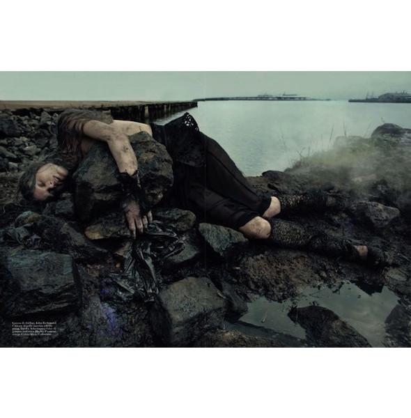 Съемка «Water & Oil» в итальянском Vogue. Изображение № 11.
