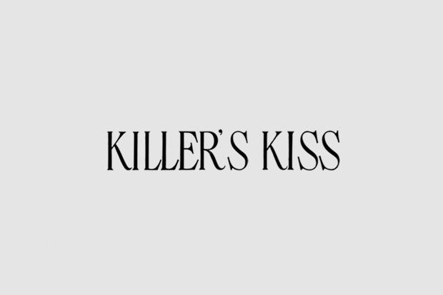 Логотип из титров или трейлера фильма «Поцелуй убийцы». Использован рукописный шрифт. Изображение № 34.