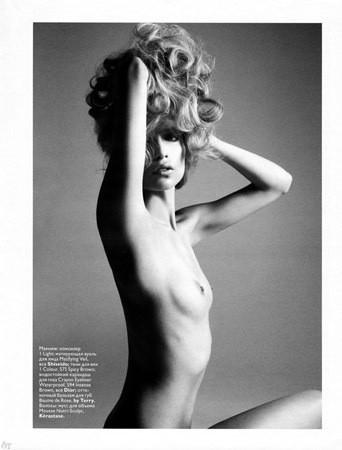 Части тела: Обнаженные женщины на фотографиях 1990-2000-х годов. Изображение №198.