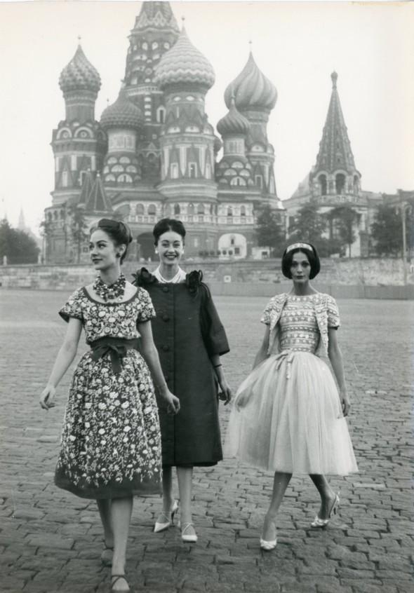 Christian Dior — 60 летистории вфотографиях. Изображение № 11.