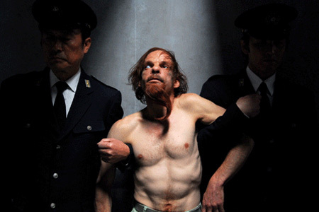 Tokyo! (2009). Режиссеры: Гондри, Джун-хо, Каракс. Изображение № 3.