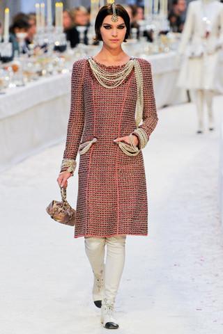 Chanel показали пре-осеннюю коллекцию. Изображение № 3.