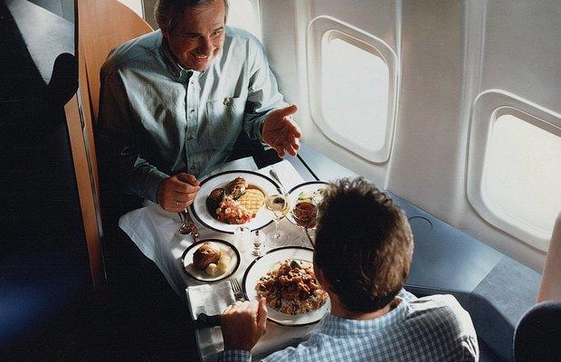 Как интерьеры самолётов стали дешёвыми и тесными. Изображение № 6.