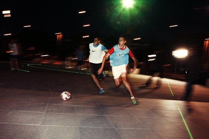 Nike представила лазерную разметку футбольного поля. Изображение № 3.
