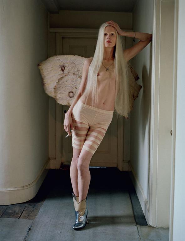 Съёмка: Кристен Макменами в объективе Тима Уокера. Изображение № 16.
