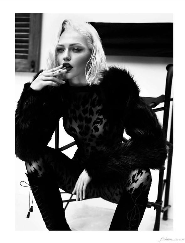 Съёмка: Аня Рубик и Саша Пивоварова для Vogue. Изображение № 12.