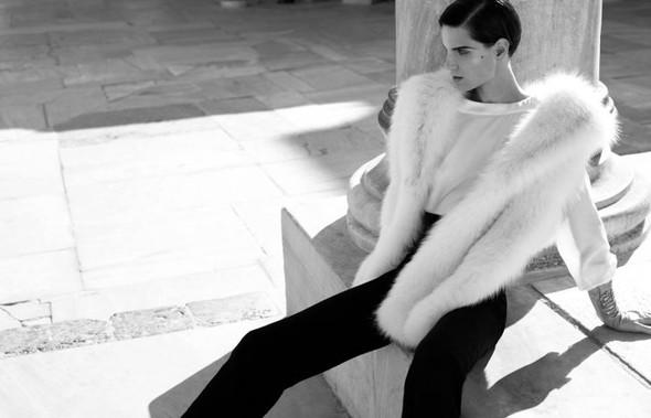 Съемка: Белая Ирис в Vogue Germany October 2011. Изображение № 9.