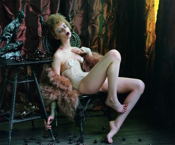 Съёмка: Vive La Decadence из Dazed & Confused. Изображение № 2.
