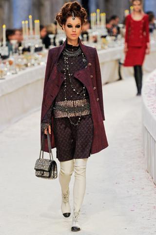 Chanel показали пре-осеннюю коллекцию. Изображение № 29.