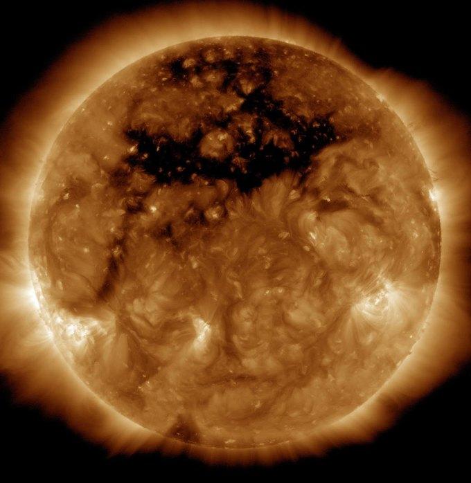 Фото дня: корональные дыры на Солнце . Изображение № 1.