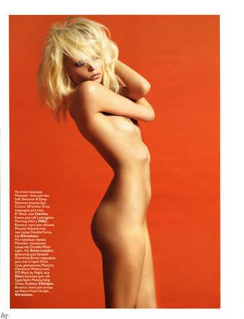 Части тела: Обнаженные женщины на фотографиях 1990-2000-х годов. Изображение №206.