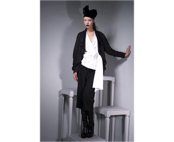 Новые коллекции: Acne, Dior, Moschino, Viktor & Rolf. Изображение № 35.