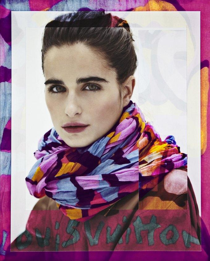 Уличные художники расписали платки Louis Vuitton. Изображение № 7.
