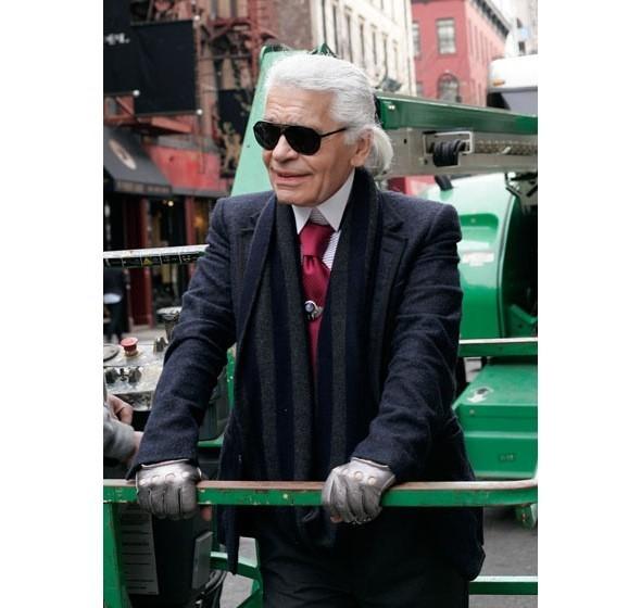 Chanel и Emporio Armani устроили публичные съемки. Изображение № 11.