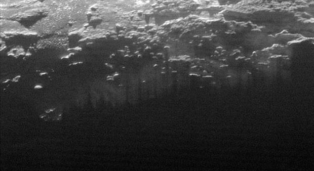 New Horizons снял панораму гор иледников Плутона. Изображение № 3.