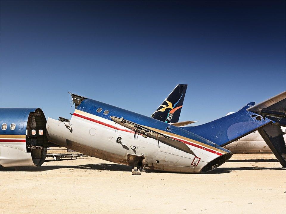 Кладбище самолётов  в выжженной пустыне . Изображение № 4.