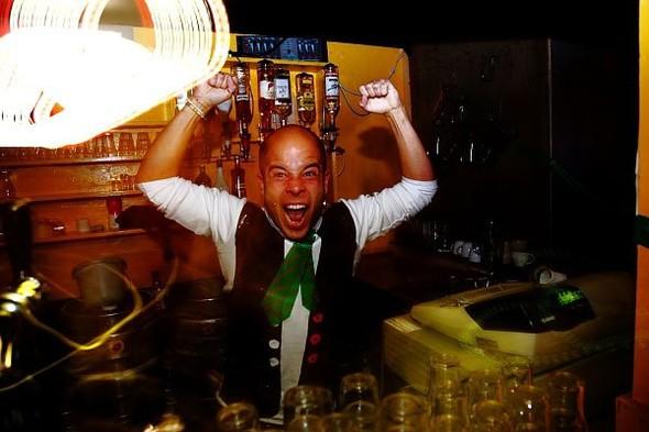 Baile funk - развязный и злой фанк, под который трясут попами в бедных бразильских фавелах. Изображение № 8.