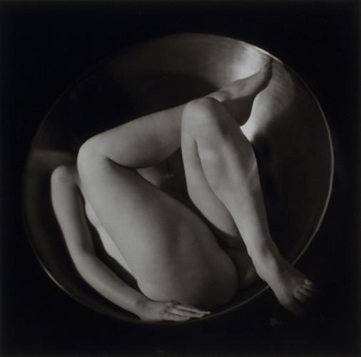 Части тела: Обнаженные женщины на винтажных фотографиях. Изображение №102.