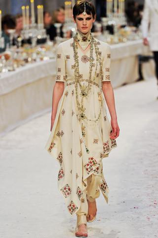 Chanel показали пре-осеннюю коллекцию. Изображение № 66.