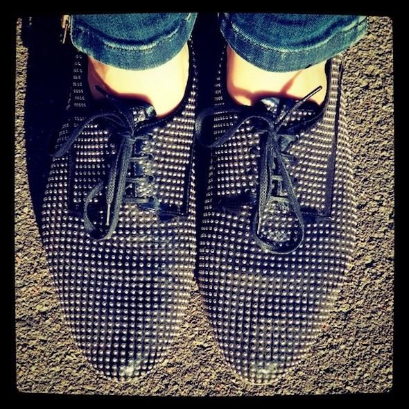 Ботинки Miu Miu Алена иногда носит сбелыми носками, чтобы чувствовать близость подуху сМайклом Джексоном. Изображение № 48.
