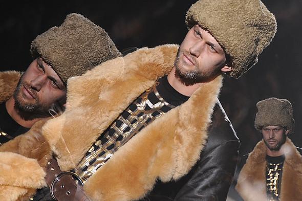 Что носить осенью: мужские показы в Милане. Изображение № 139.