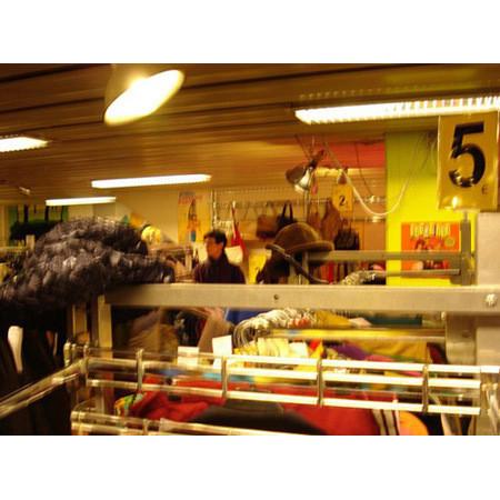 Магазин сети винтажных секонд-хэндов Uff. Изображение № 86.