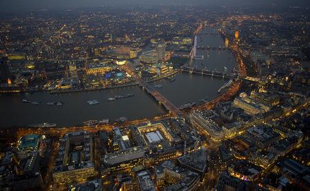 Jason Hawkesмне приснилось небо Лондона. Изображение № 12.