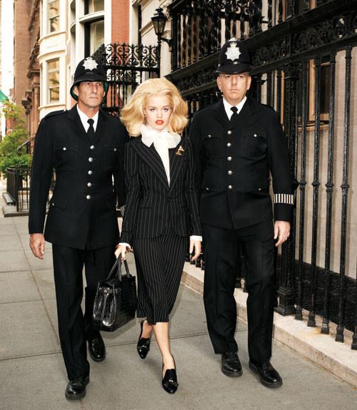 Терри Ричардсон снял Джорджию Мэй Джаггер в образе Маргарет Тэтчер. Изображение № 5.