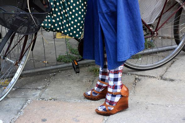 Уличная мода на Milan Fashion Week: день 1. Изображение № 12.