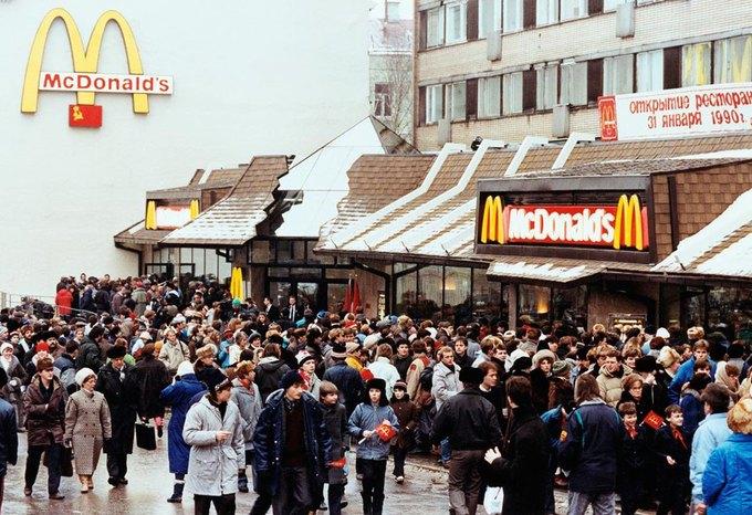 Художник воссоздаст очередь 1990 года в «Макдоналдс». Изображение № 1.