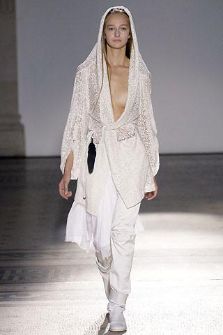 Деконструктивизм в дизайне одежды. Изображение № 1.