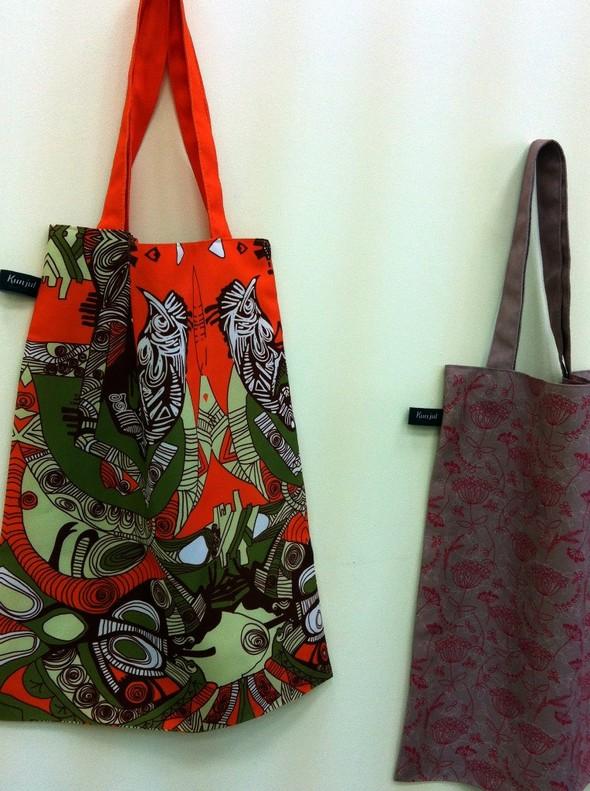 Запустили в производство сумки и шарфы с авторскими принтами. Изображение № 3.