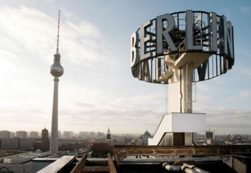 10 альбомов о современном Берлине: Бунт молодежи, панки и знаменитости. Изображение №89.