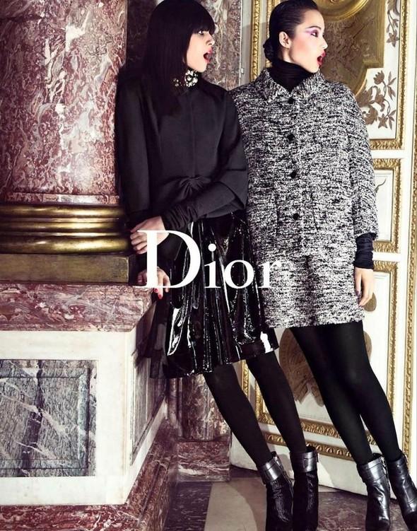 Кампании: Dior, Versace, Gucci и Burberry. Изображение № 2.