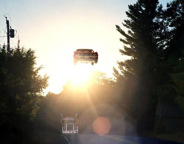 Ретро авто парят в воздухе. Изображение № 2.