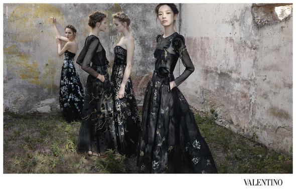 Кампания: Valentino SS 2012. Изображение № 2.