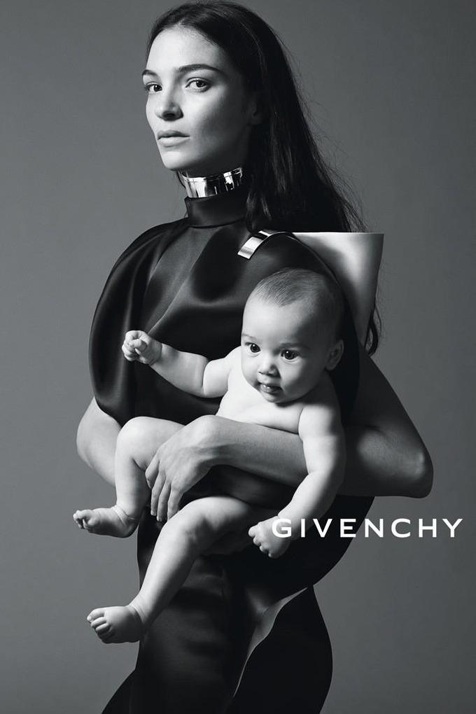 Вышли превью кампаний Burberry, Givenchy и других марок. Изображение № 4.