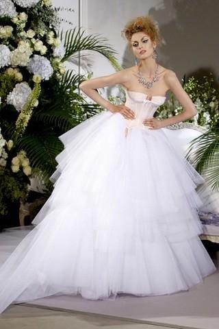 """""""Выбираем свадебное платье!"""" 93 идеи ведущих дизайнеров. Изображение № 33."""